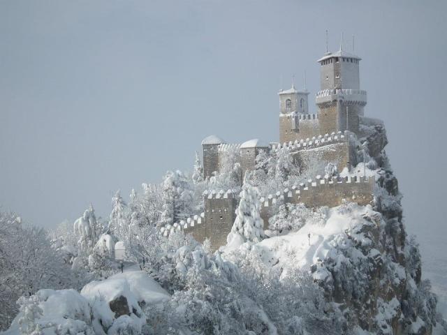 V further 6363445ka41769e6 moreover Photos Avant Premiere Nine 361 likewise 4885193ka234694f likewise 9179036 kasteel San Marino Italie. on vip ka